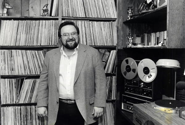 Polka musician Eddie Blazonczyk Sr. in his basement studio in 1986. Blazonczyk died Monday morning at age 70.