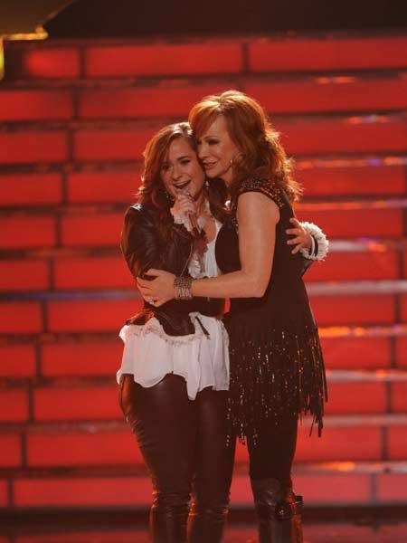 Special guest Reba McEntire and Finalist Skylar Laine perform during the season 11 AMERICAN IDOL GRAND FINALE