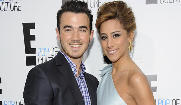It's Kevin Jonas, of the Brothers. And his bride Danielle. And they're married.