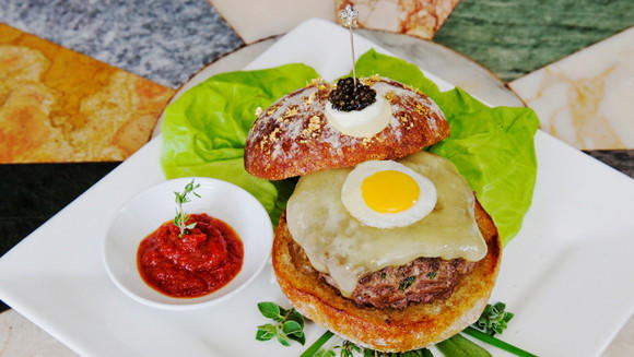 Le Burger Extravagant costs $295, making it the world's most expensive burger