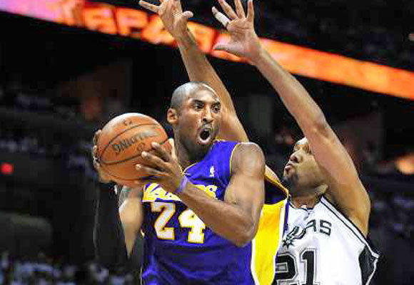 Kobe Bryant looks to pass while being defended by Tim Duncan during a 2008 Lakers-Spurs game.