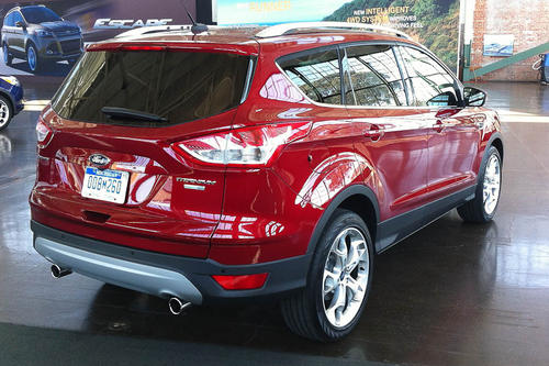 "<a href=""http://www.cars.com/ford/escape/2013/"" target=""_self"" title=""Ford Escape"">2013 Ford Escape prices, photos & reviews</a>"