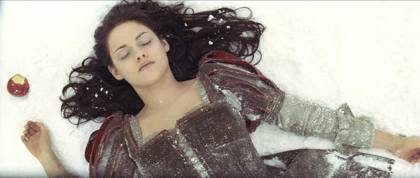 "Kristen Stewart of the ""The Twilight Saga"" films plays Snow White in ""Snow White and the Huntsman."""