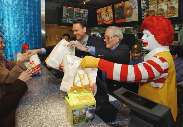 March 2003: Newman's Own Salad Dressing becomes the official salad dressing of McDonald's.<br><br>  CAPTION: Paul Newman, center, president and founder of Newman's Own Inc., serves salads with Henry Gonzalez, left, McDonald's president, East Division, and Ronald McDonald at the McDonald's restaurant in New York's Times Square in 2003. The restaurant chain started selling salads this week that feature Newman's all-natural dressings in an effort to boost its sales and image. Terms of the agreement weren't disclosed.