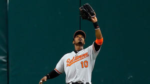 Orioles CF Adam Jones feels discomfort in right wrist, will have MRI Monday