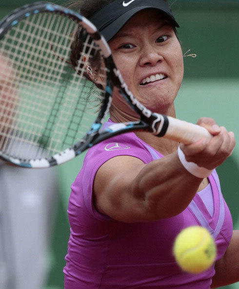 China's Li Na hits a return to Kazakhstan's Yaroslava Shvedova during their Women's Singles 4sth Round tennis match of the French Open tennis tournament at the Roland Garros stadium, on June 4, 2012 in Paris.