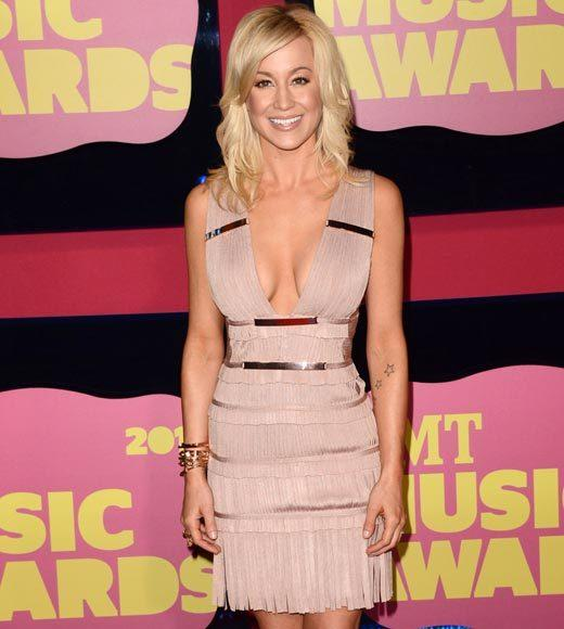 2012 CMT Music Awards red carpet arrival pics: Kellie Pickler