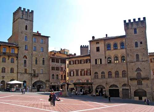 The central piazza in Arezzo, about 20 miles southeast of Sansepolcro.