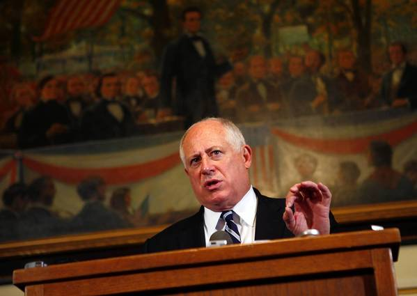 Gov. Pat Quinn huddled with legislative leaders to reach consensus on how to reform the state's vastly underfunded employee retirement systems.