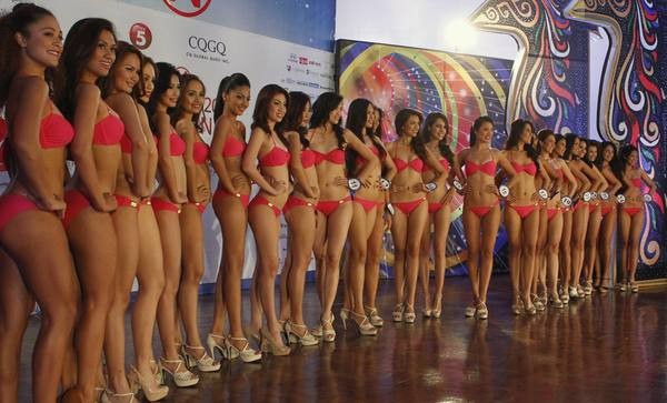 Contestants for Miss World Philippines pose for photographers during a media presentation in Manila June 7, 2012. About 25 candidates are vying for the title to represent Philippines in the Miss World 2012 beauty pageant.