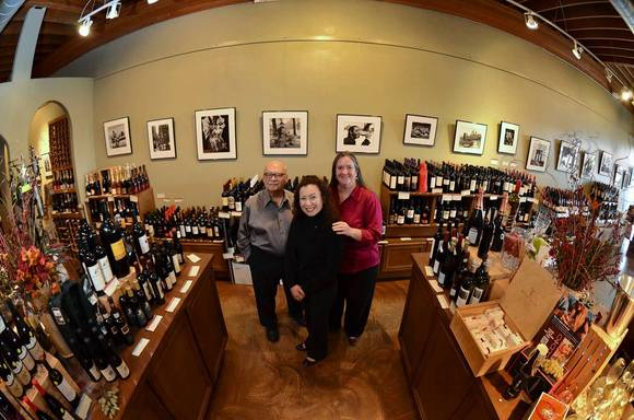 Artist Showcase at Anne'Äôs Boutique Wines