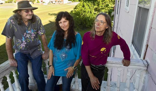 "(From left) Vaughn Deel, Sueanne ""Suzy"" Doyer and Ray Bruce of Suzy-Ray-Vaughn. One of the Peninsula's favorite rock groups, Suzy-Ray-Vaughn plans to break up in June."