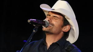 Brad Paisley's colorful country thrives at Wrigley