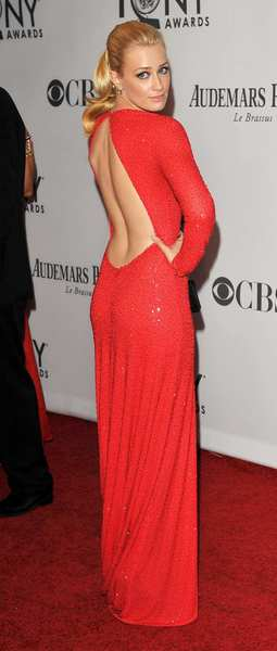 Tony Awards 2012 | Red carpet: 2 Broke Girls actress Beth Behrs.