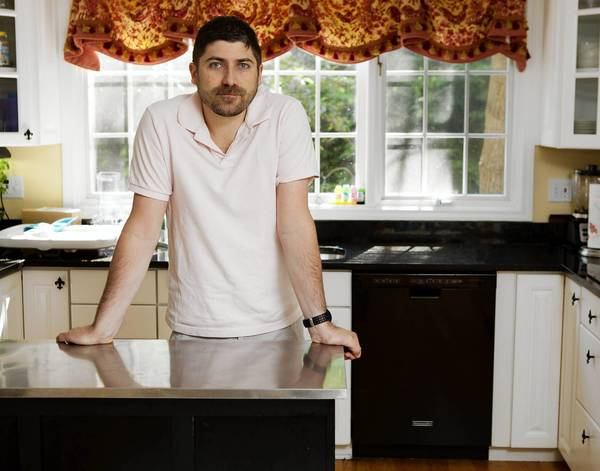 Michael Kasdin, of Lake Bluff, bought a dishwasher last year at Lowe's out of necessity. Less than three months after its installation, it stopped working — for the first time.