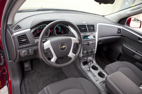 "<a href=""http://www.cars.com/chevrolet/traverse/2012/"" target=""new"">2012 Chevrolet Traverse prices, photos & reviews</a>"