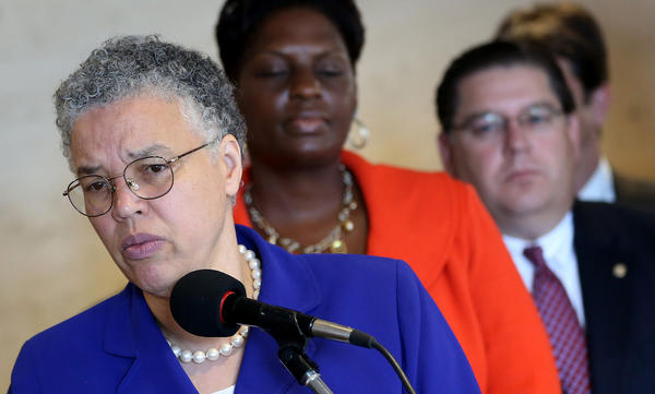 Cook County Board President Toni Preckwinkle, backed by bankers and her staff, announces a small business financing initiative she is working on with area banks. The $200 million partnership with lenders is designed to help small, minority and women-owned businesses.