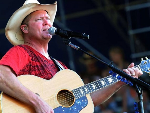 Tracy Lawrence in Isle of Wight - Daily Press
