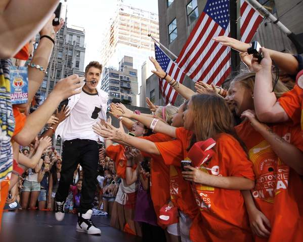 Singer Justin Bieber (L) performs on NBC's 'Today' show in New York June 15, 2012.