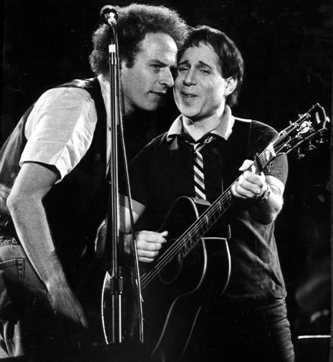 1983: Simon & Garfunkel perform at Comiskey