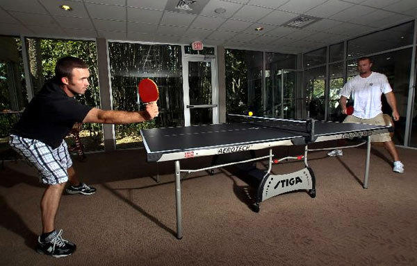 Orioles shortstop J.J. Hardy (left) and his brother Logan play ping pong last spring.