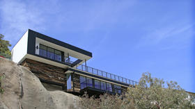 Modern new Malibu house: Life on the edge