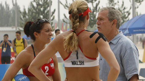 SAND MAN: A shirt-sleeved President Bush gives volleyballers Kerri Walsh and Misty May-Treanor some props.