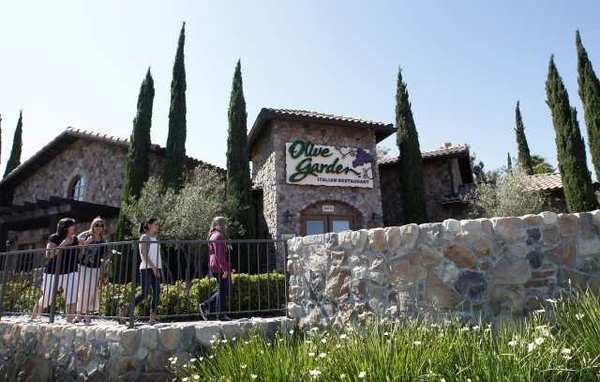 An Olive Garden restaurant in Huntington Beach. Fiscal fourth-quarter earnings for Darden Restaurants Inc. climbed 10% despite sliding sales at its Olive Garden and Red Lobster outlets.
