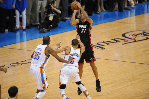 The Heat get off to an 18-2 lead and, propelled by Shane Battier's second consecutive 17-point game, hold on to steal homecourt advantage in Oklahoma City.