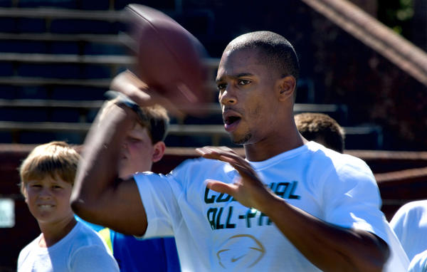 New York Giants wide receiver Victor Cruz was a guest instructor at William and Mary's football camp on Tuesday.