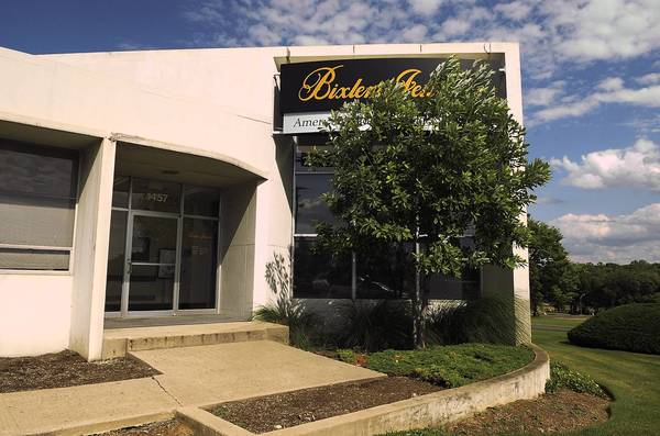 The Whitehall Area Chamber of Commerce is set to open a visitors center in a building formerly occupied by Bixler's Jewelers on Lehigh Valley Mall property.