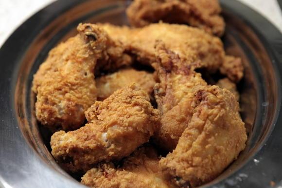 Fried chicken at a buffet
