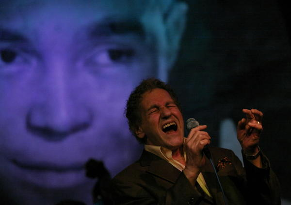 Frank D'Rone performs at Jazz Showcase in 2009.