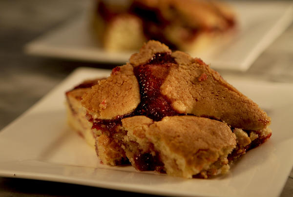 The berry bars at House of Bread in San Luis Obispo are easy to make.