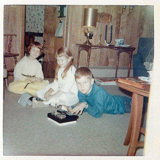 Chris Erskine with his sisters Eleanor, left, and Holly in the den of their suburban Chicago home in the mid-'60s.