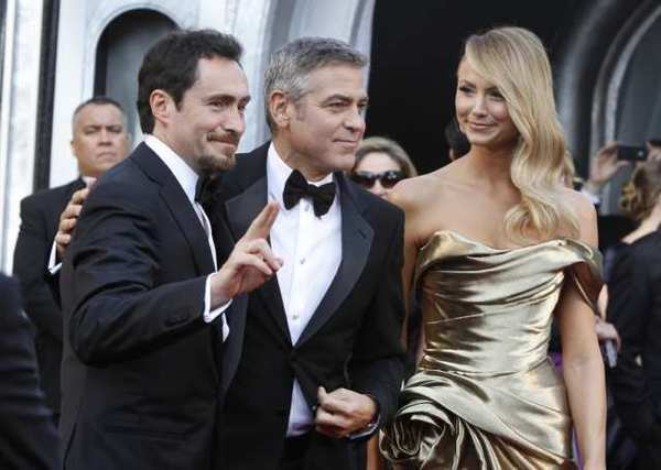 Demian Bichir, George Clooney and Stacy Keibler at the 2012 Oscars.