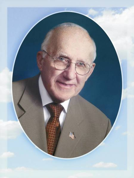 Dr. Luke J. Grimelli, 90, was known for his gentle bedside manner.