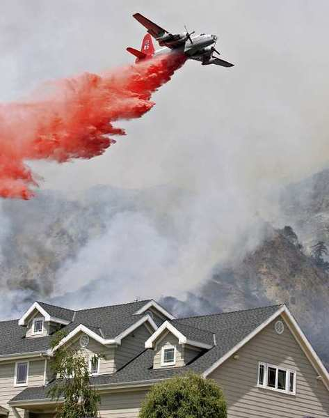 "An daytime air attack on the 2009 Station fire. Rep. Adam Schiff (D-Burbank) said the Forest Service's ""lack of action is beyond negligence."""