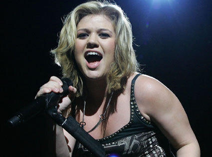 What's Got Rocker Kelly Clarkson Rollin' in a Wheelchair?