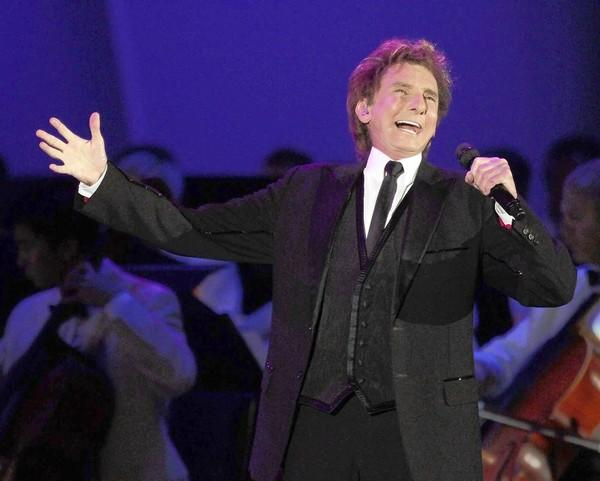 Barry Manilow performs with the L.A. Philharmonic at the first of three nights at the Hollywood Bowl.