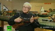 Warren Buffett, singer and ukulele player