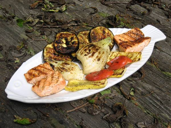 As an oily fish rich in those heart-healthy omega fatty acids, salmon is one of the easier sea creatures to grill.