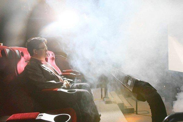 "Theodore Kim -- chief operating officer of the Los Angeles lab of theater operator CJ 4DPlex -- is hit with fog, one of the special effects the company creates for its ""4-D"" moviegoing experience."