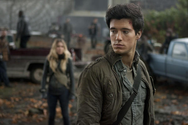 "Hal (Drew Roy) is falling for Maggie (Sarah Carter) on ""Falling Skies."""