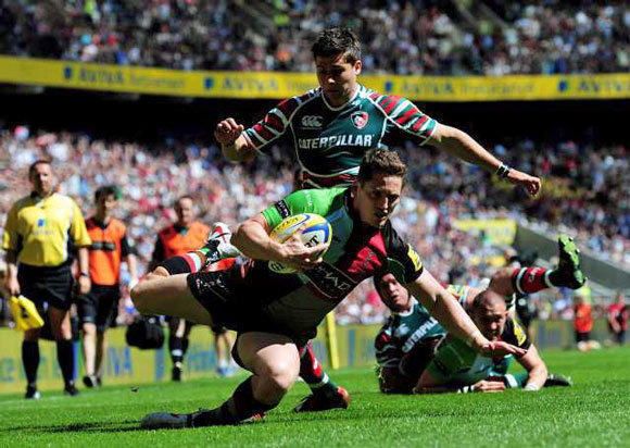 Tom Williams of Harlequins goes past the challenge from Ben Youngs of Leicester to score dur on May 26.