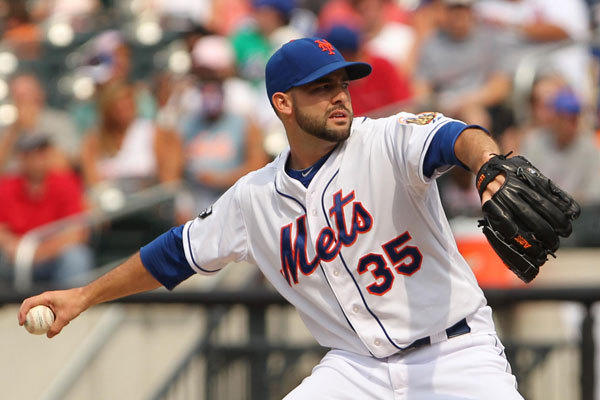 New York Mets starting pitcher Dillon Gee (35) delivers a pitch during the first inning against the Chicago Cubs at Citi Field.