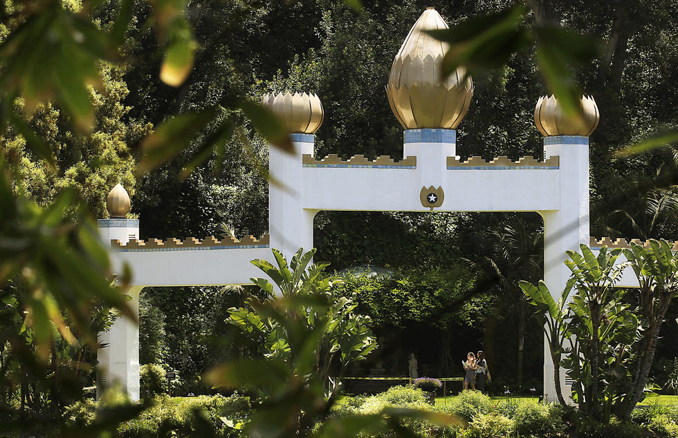 Caption: The Self-Realization Fellowship Lake Shrine Temple offers a verdant view along its Sunset Boulevard perch in Pacific Palisades. (Luis Sinco / Los Angeles Times)