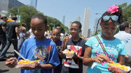 Buoyed by near-perfect weather, Taste of Chicagoreturned to Grant Parkon Wednesday to a substantial lunchtime crowd that looked very much like opening-day Taste crowds from years past.