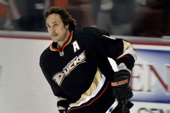 Teemu Selanne with the Ducks last season.
