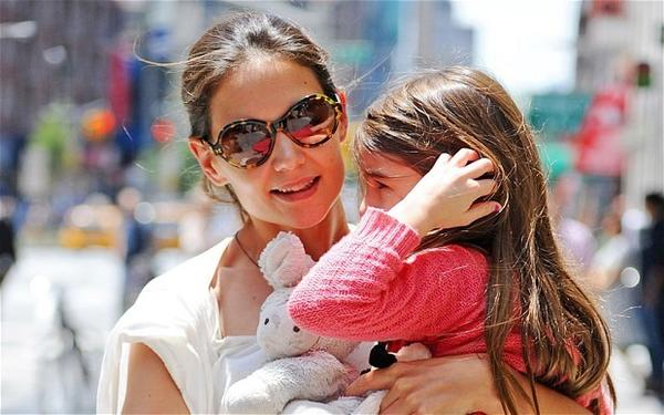 Suri Cruise to Attend Convent of the Sacred Heart Catholic School